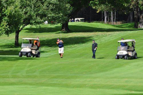golfeurs sur un parcours de golf